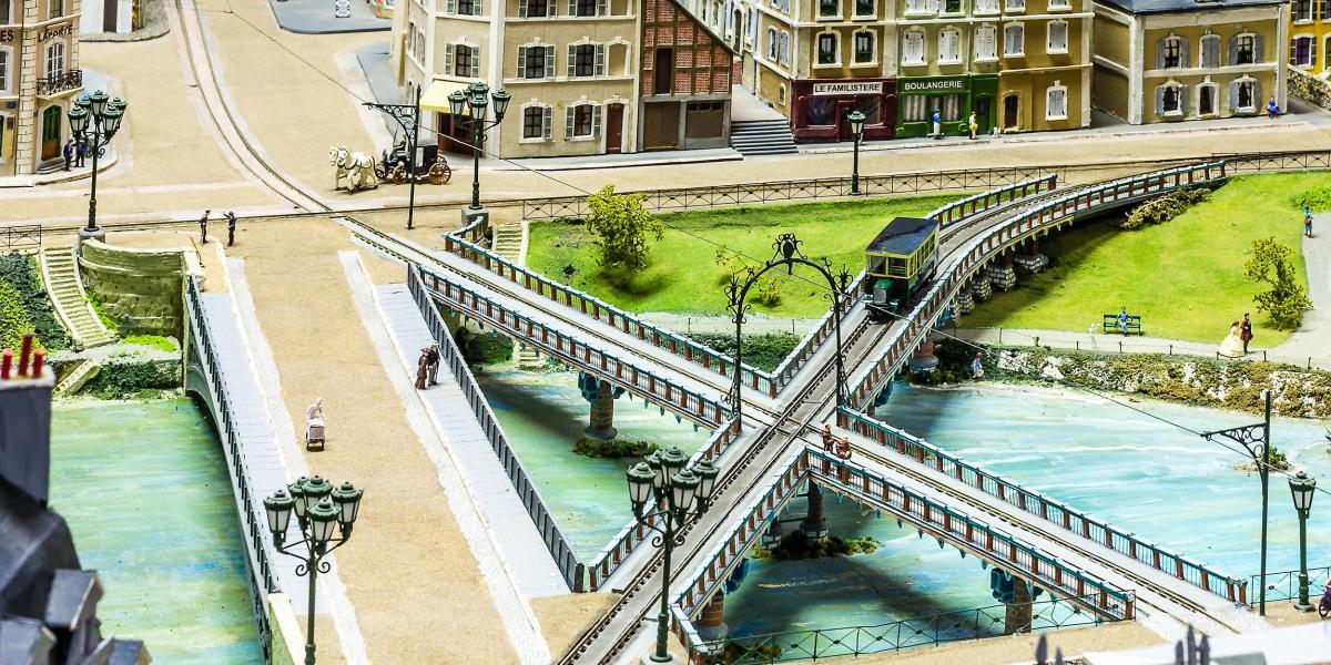 Pont en X des tramways du Mans<br>